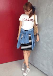 2夏のスリッポン×デニムシャツ×ボーダータイトスカート