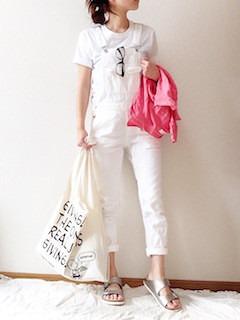 7 guサロペット×白Tシャツ×シルバーサンダル