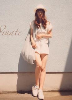 6白のキュロット×白Tシャツ×白ビックトートバッグ