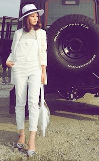 6白のテーラードジャケット×白オーバンオール×ハット