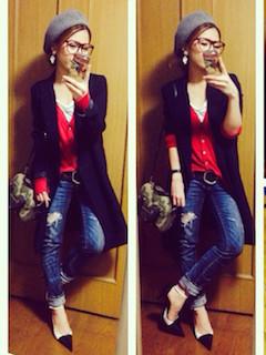 5赤のカーディガン×ロングコート×ボーイフレンドジーンズ