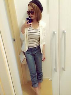 9白のテーラードジャケット×ボーダーTシャツ×ジーンズ