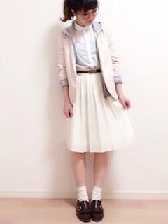 11ピンクのテーラードジャケット×パーカー×フレアスカート