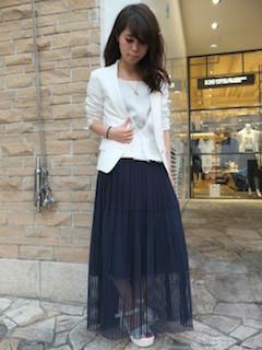 4白のテーラードジャケット×白カーディガン×チュールロングスカート