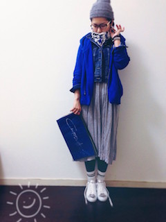 1青のパーカー×Gジャン×ロングスカート