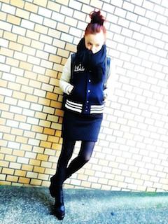 9黒のショートブーツ×スカジャン×タイトスカート