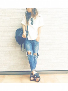 15タニティウェア×白Tシャツ×マタニティデニムパンツ