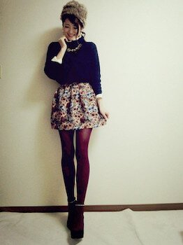 ゴブラン織のスカート×セーター×ロシアハット