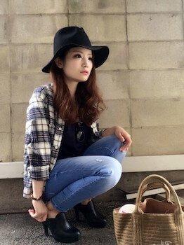 ジーンズ×黒ファッションアイテム×ネルシャツ