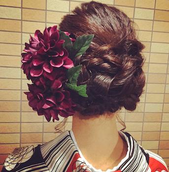 20卒業式で袴に合う三つ編みアップのロングの髪型