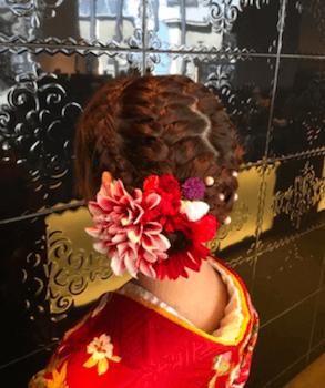 20卒業式で袴に合うジグザク編み込みアップのショート・ボブの髪型