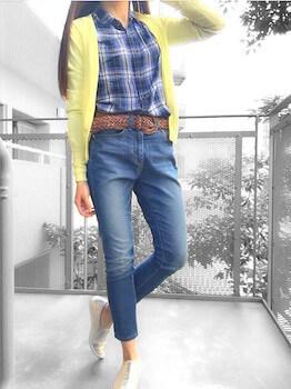 黄色のカーディガン×ネルシャツ×ジーンズ