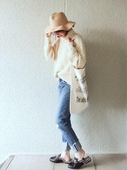 バブーシュパンプス×ニットセーター×ジーンズ