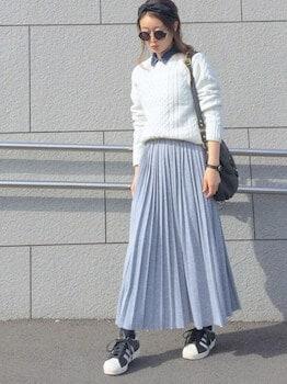デニムシャツ×ケーブル編みニット×プリーツスカート