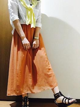 黄色のカーディガン×白シャツ×ロングフレアスカート