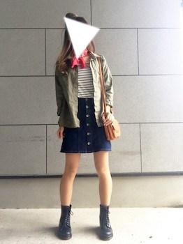 レインブーツ×カラーシャツ×デニムスカート