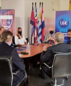 Ministro Educación vista proyecto Universidad de la Empresa