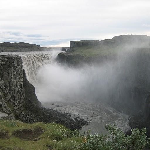 Деттифосс - самый мощный водопад Европы. Фото