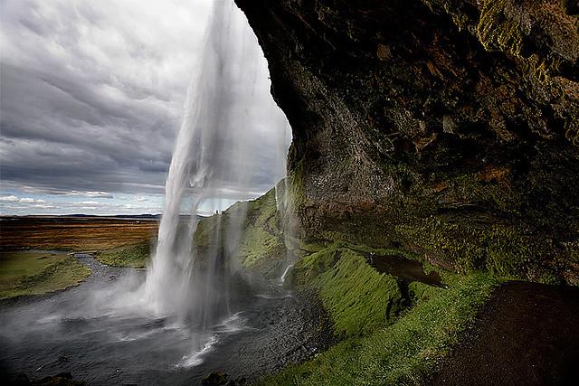 Водопад Сельяландфосс на юге Исландии. Фото