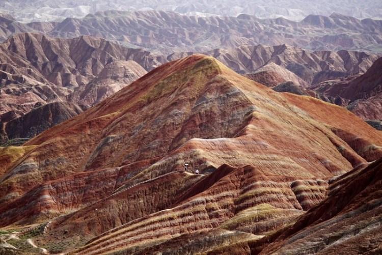 Разноцветные скалы геопарка Чжанъе Данься в Китае | 501x750