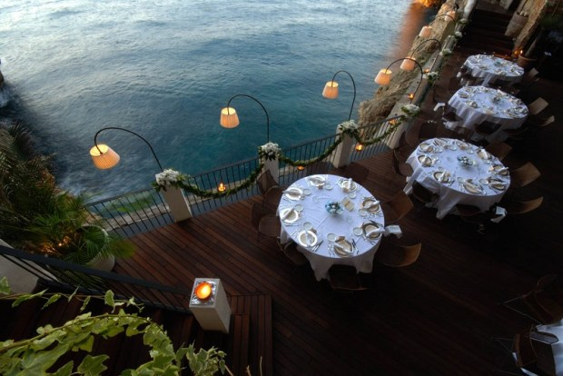 Гротта Палаццезе – необычный ресторан в пещере, Италия. Фото