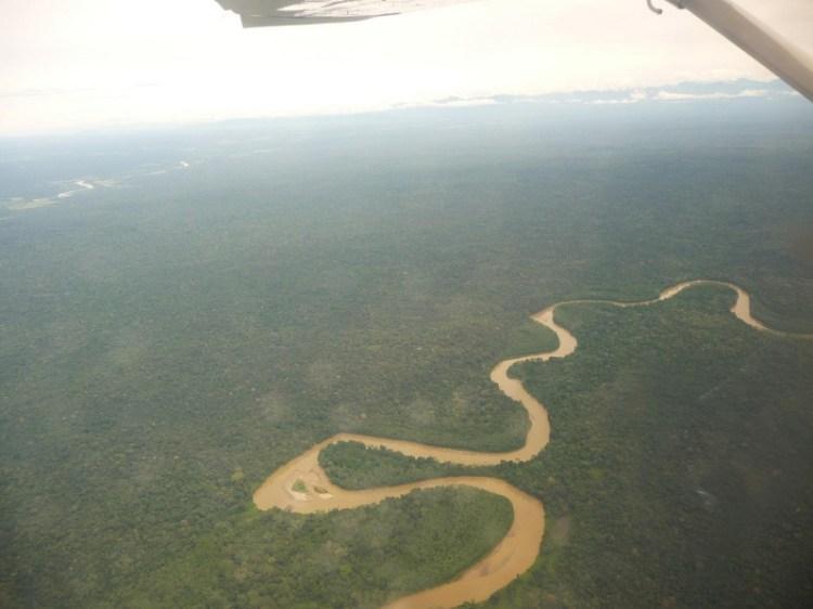Фотография реки Каньо Кристалес с высоты. Колумбия