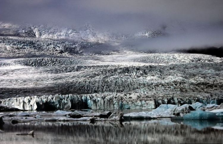 Сползающий ледник Ватнайёкюдль. Фото близи