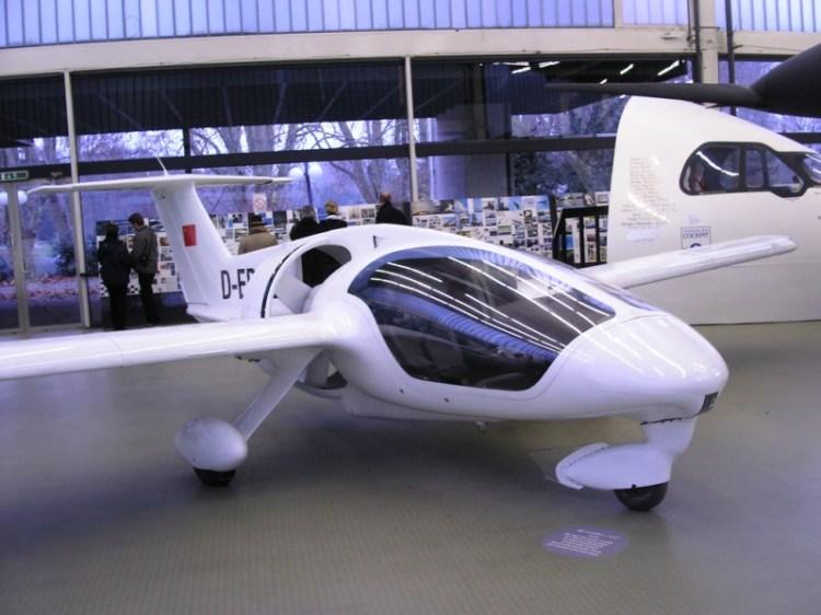 Самолет от Луиджи Колани. Выставка в Карлсруэ. Фото