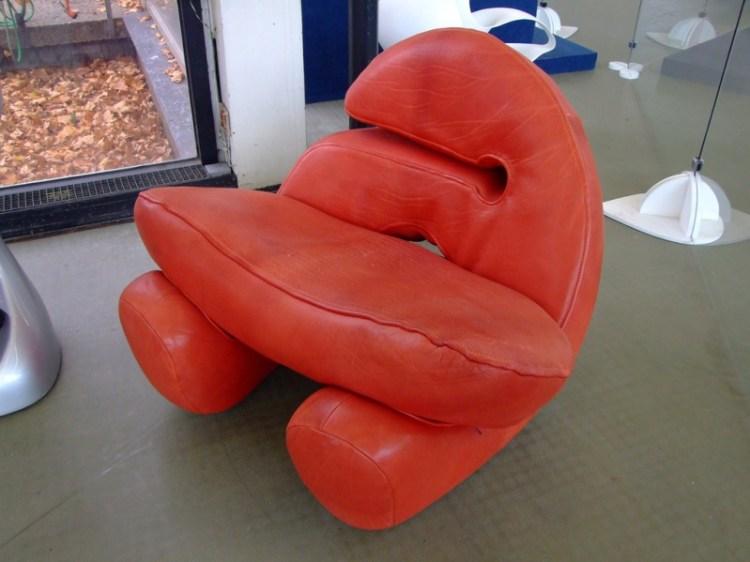 Кресло от Луиджи Колани. Выставка в Карлсруэ. Фото