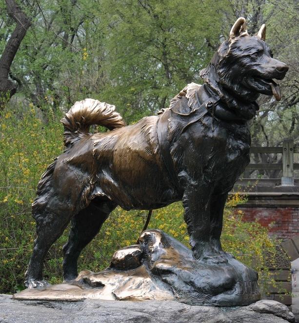 Памятник псу Балто в Нью-Йорке. Фото