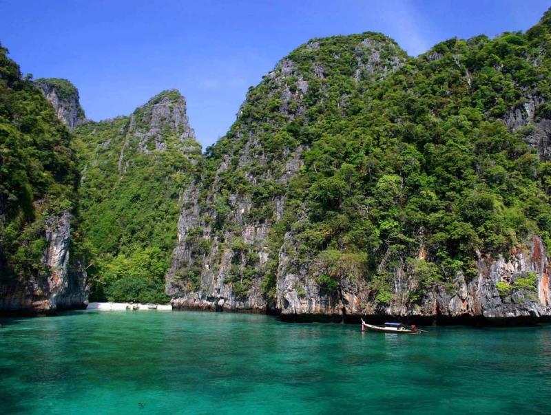 Въезд в бухту Майя-Бэй на острове Пхи-Пхи-Лей. Фото