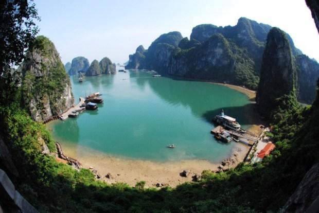 Бухта Халонг во Вьетнаме. Фото