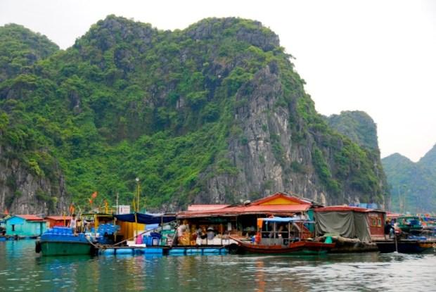 плавучая рыбацкая деревня, бухта Халонг (Вьетнам). Фото / Ha Long Bay. Photo