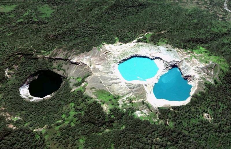 Разноцветные озера Келимуту на острове Флорес. Индонезия