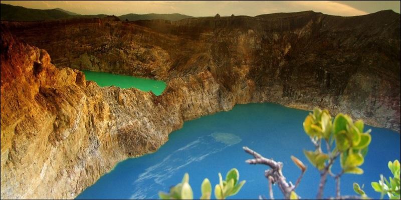 Насыщенные цвета озер вулкана Келимуту. Индонезия