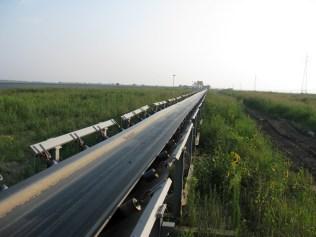 Nezaščiteni transportni trakovi v rudniku