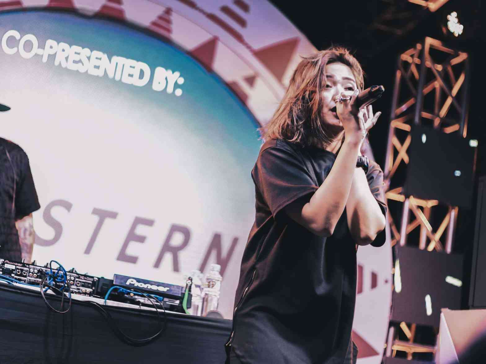 Joyce Pring vocalizing on stage