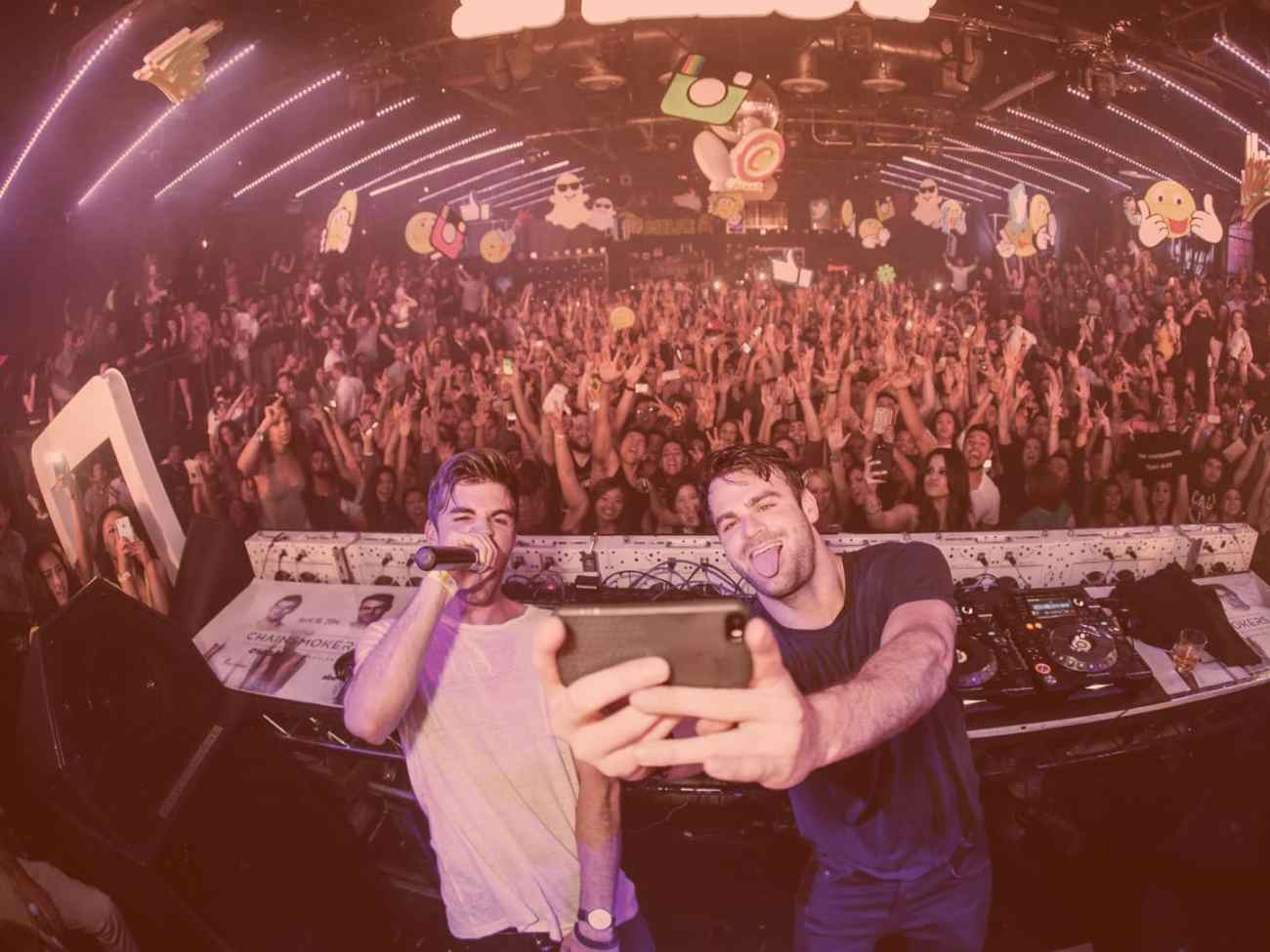 The Chainsmokers live