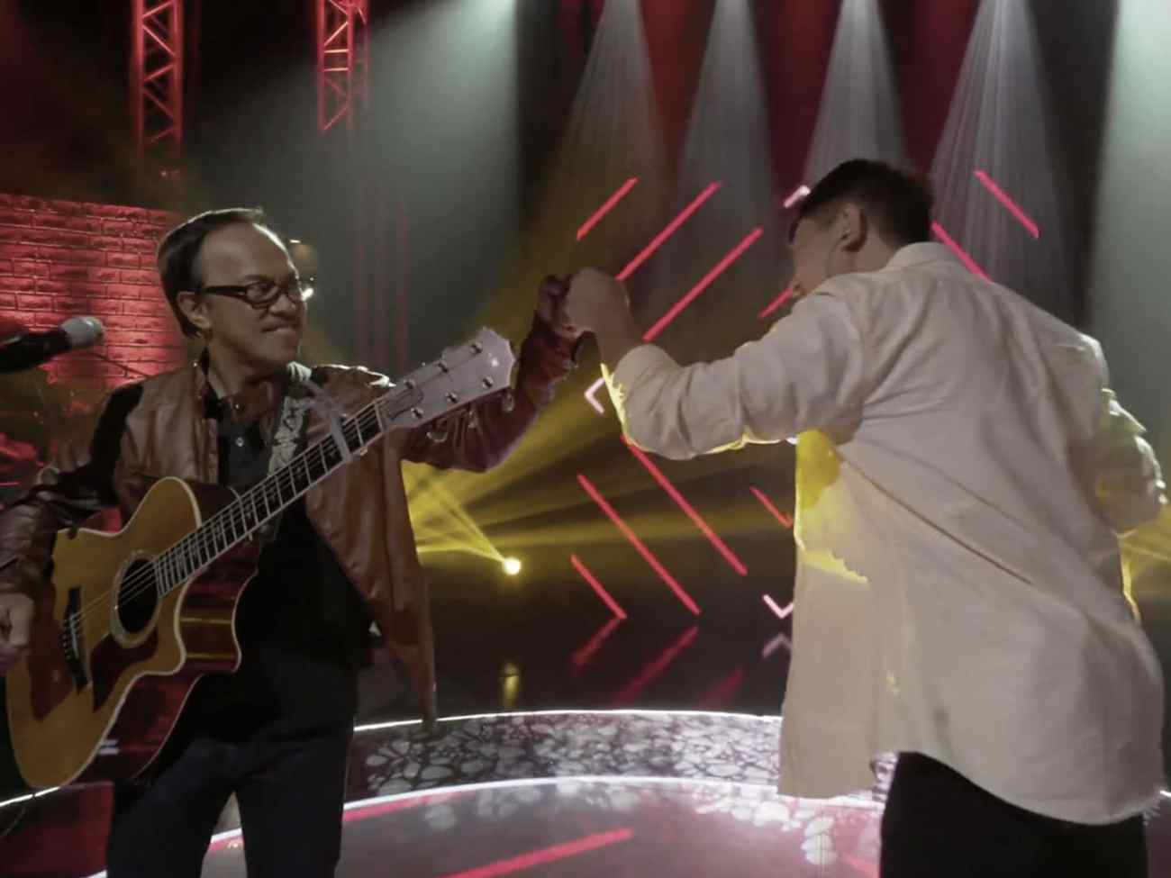 Curtismith and Noel Cabangon performing for Coke Studio PH