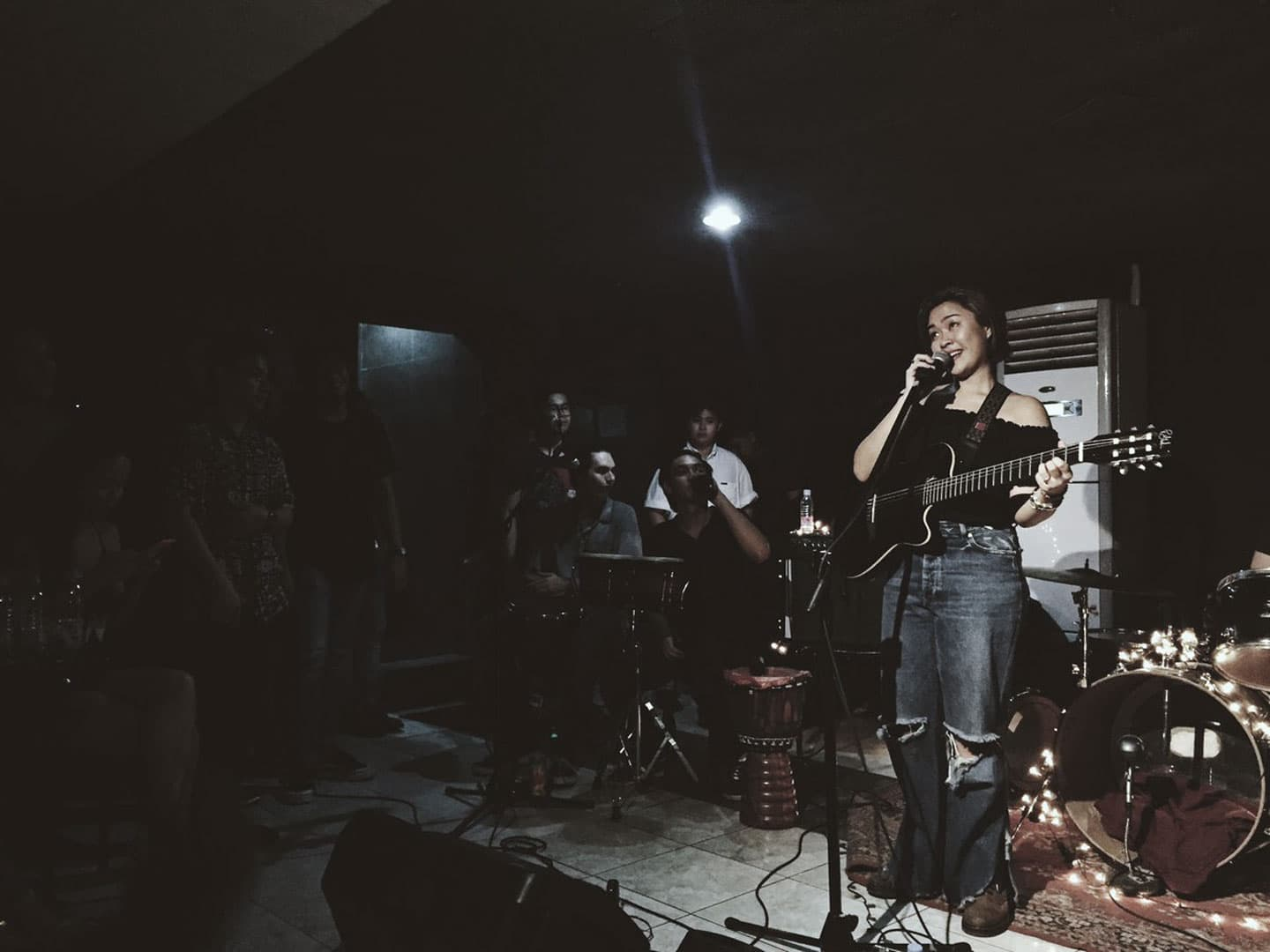 Rice Lucido performs live at Mow's for her Pahina Uno EP launch