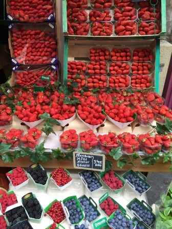 One of our many local grocers in Montparnasse