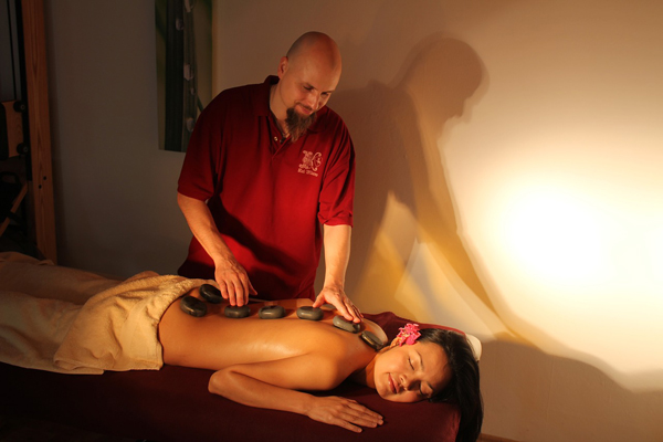 hot stone massage frau
