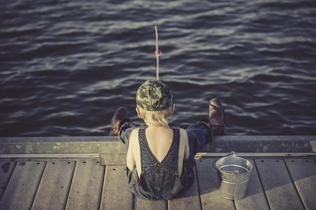 Jagen und Fischen während der Flucht