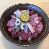 奥武島【いまいゆ市場】の新鮮刺身で作った海鮮丼