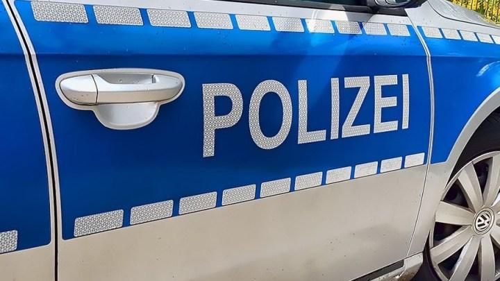 19-Jährige mit tödlichen Verletzungen in Pkw gefunden – Polizei richtet Moko ein