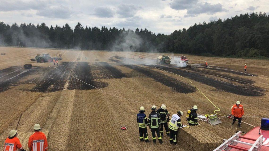 Ballenpresse löst Stoppelfeldbrand aus – Schnelles Eingreifen verhinderte das Übergreifen auf Zugmaschine und Wald