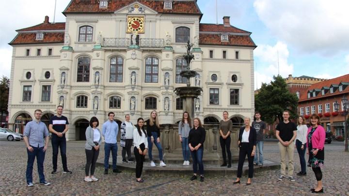 Neue Auszubildende starten ihren Berufsweg im Lüneburger Rathaus