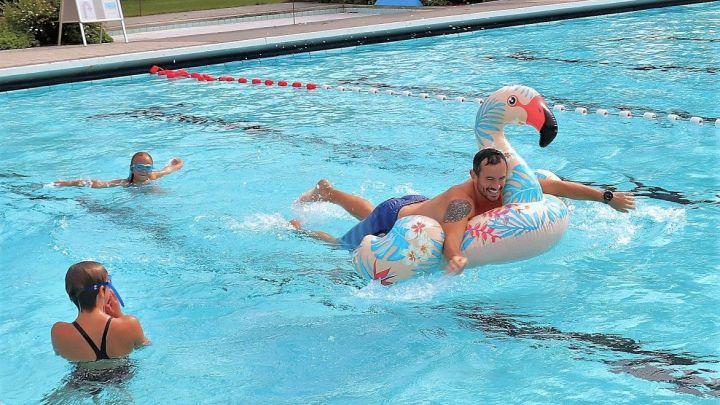 Saisonfinale im Sommerbad Wieren mit Gottesdienst und Klamottenschwimmen