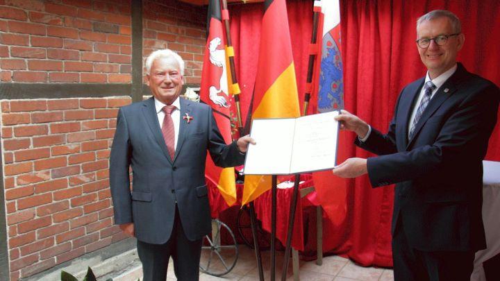 Claus-Dieter Reese erhält höchste Auszeichnung der Bundesrepublik Deutschland