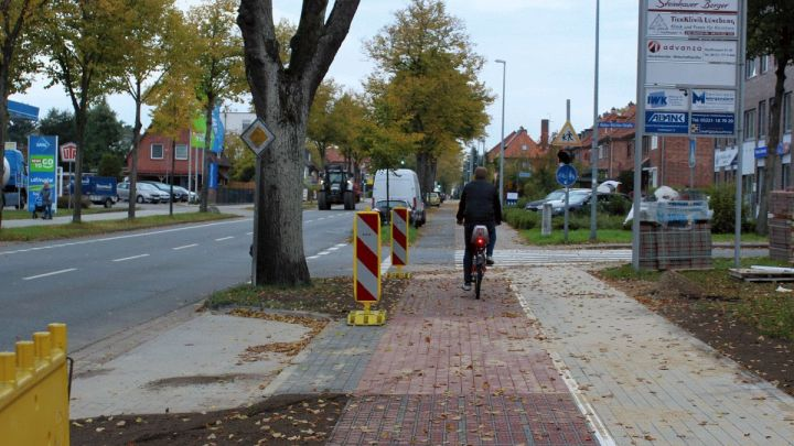 Nächster Bauabschnitt an der Dahlenburger Landstraße: Schon jetzt mehr Platz für Radfahrer